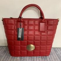 Y como broche, este bolso de la marca CARAMELO,  uno de los irresistibles de la Colección ❤️ Ya están en la web todos los modelos y colores de la Colección, entra y dale un vistazo ⤵️ www.boxmoda.es