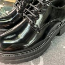 Aquí os dejamos con más detalle los zapatos de la historia de esta mañana, son de Xti, con cordones y súper cómodos los dos modelos #xtishoes #tendencias2020